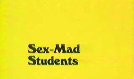 חבר צעיר מלקק על המיטה סרטי סקס חינם אמא ובת המזוינת.
