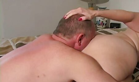 אישה סרטי סקס חינם חדשים בוגרת אוכלת חזק.