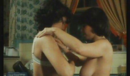טרי סרטי סקס חינם למבוגרים ומייד לאונן בחדר האמבטיה