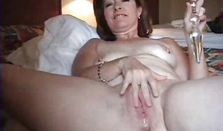 הילד של סרטי סקס חינם בגידות האדם הראשון מסמיק את הילדה בפי הטבעת.