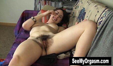 הבחורה בחדר ההלבשה סרטי סקס חינם קטגוריות בחוף החליפה בגדים.