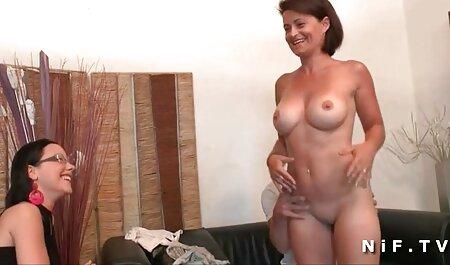 MILF סרטי סקס חדשים חינם בגרביונים עם פטיש מזוין