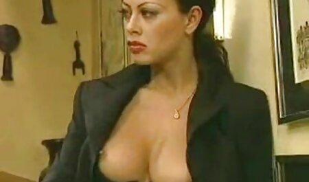 בחורה סרטי סקס לצפיה ישירה חינם וגבר ראו ברווז במטבח.