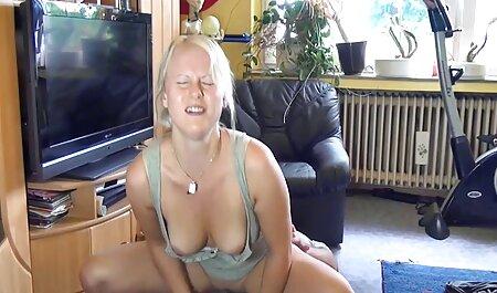 מישה מלקקת את הפטמות שלה, במקום זה מקבלת לשון וצפייה, סרטי סקס חינם גייז בנושאים שונים.