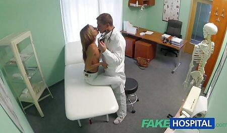 הבוס מטפל במלצרית השווה. סרטי סקס חינם לצפייה ישירה