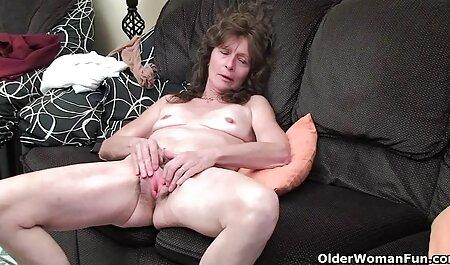 גברים דואגים לגבי סרטי סקס חינם לאייפון נערות צעירות שמשלמים להן כדי לצפות בסקס.