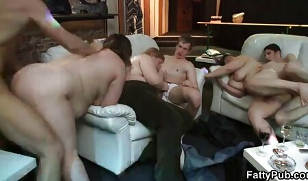 הוא איגף וסיים את התחת עם התחתונים שלו. סרטי סקס קצרים חינם