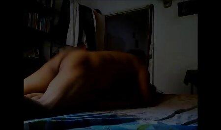 הולכים סרטי סקס חינם ערביות יחפים, עירומים ושלג.