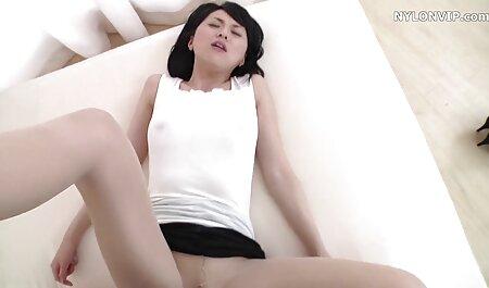MILF מלמד סרטי סקס תותה חינם אישה צעירה יש לצפות במשך שלוש שנים