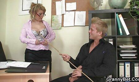 חברה רטובה ומכוסה סרטי סקס מיוחדים חינם באצבעות רטובות.