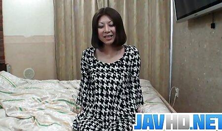 גוזלה נענש עם פורנו סרטי סקס חינם שוט לסבי עם רצועה במקלחת