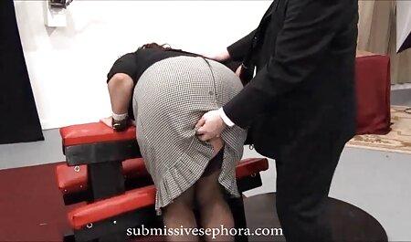 עבד סרטי סקס חינם הומואים שובב מלקק את רגלי המאהב שלה