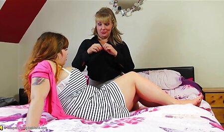 נסטיה זורחת כשהיא מחליפה בגדים. סרטון סקס חינם