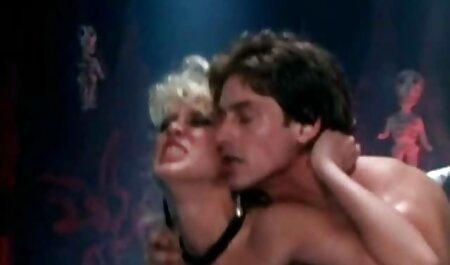 זוג סרטי סקס מלאים לצפיה ישירה צעיר תחת הדוק בשחקני פורנו לזיין