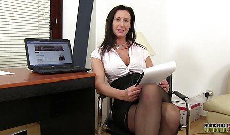 החברה סרטי סקס חינם אלים שלו מזדיינת על הספה וחסרה לה לחץ.